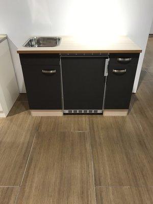 Voorgemonteerde kitchenette 120cm incl koelkast en rvs spoelbak