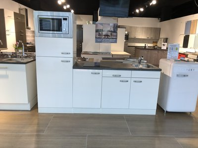 Voorgemonteerde keuken 210cm wit hoogglans incl app RAI-584